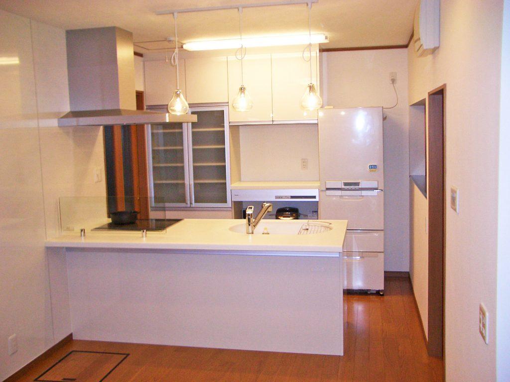床暖房で足元ぽかぽか&収納たっぷりフラット対面キッチン